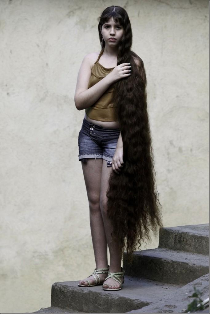 Brezilyalı Uzun Saçlı Kızın Ham Saçları